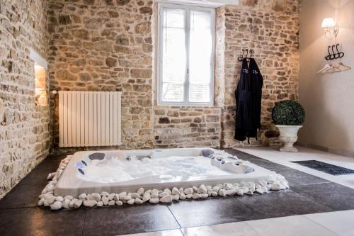 Gite avec jacuzzi privatif dans la chambre bain de - Hotel jacuzzi dans la chambre paris ...