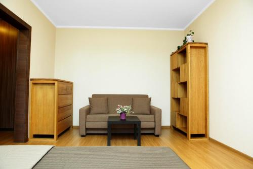 A seating area at Apartment on Osenniy Bulevard 10