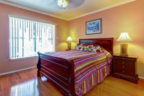A bed or beds in a room at Beverly Condos #0003