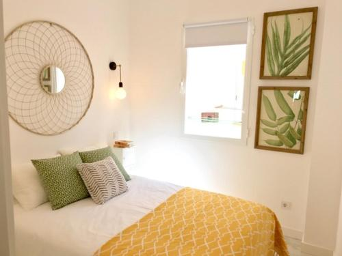 Apartamento Ronda de Segovia, Madrid, Spain - Booking.com