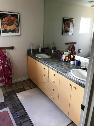Large spacious home in Los Angeles sleeps 12