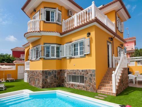 Villa with Pool in Sonnenland Q10