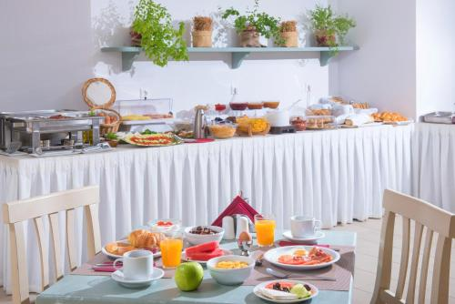 Breakfast options available to guests at Astra Village Apartments & Suites