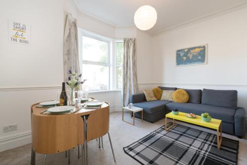 Ein Sitzbereich in der Unterkunft Flat 1 Marlborough House
