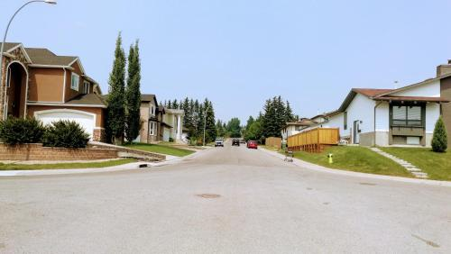 Calgary 6 Bedroom Home in Dalhousie 13