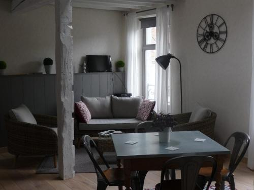 A seating area at Autrefois chez Lina