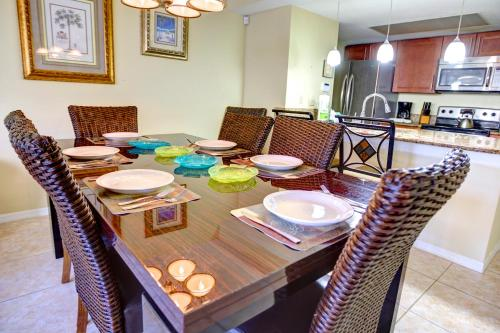 A restaurant or other place to eat at Magical Memories Villas-Disney Area