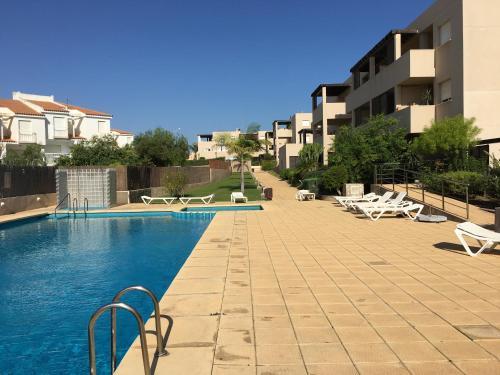 The swimming pool at or near Apartamento Calabardina