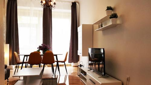 A television and/or entertainment center at Cosy Apartment in Berlin, 3 rooms