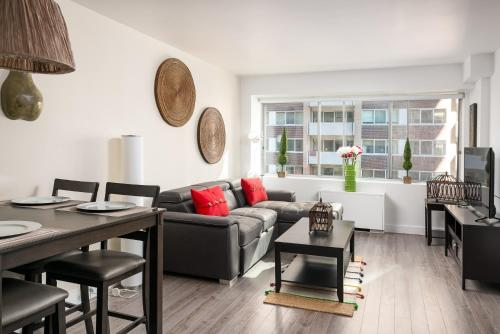 Luxurious Two Bedroom Condo Downtown Montreal
