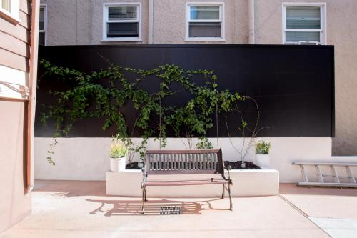 Luxe Historic Flat w parking Near little Italy/DT