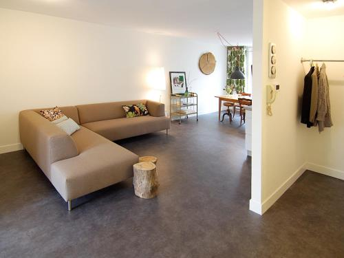 A seating area at Spacious 3 bedroom apt. Pijp area