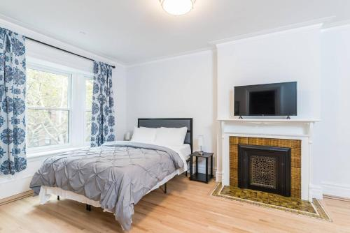 Two Bed 2 Full Bath Brownstone