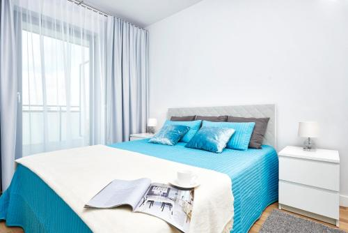 A bed or beds in a room at Novis Apartments Przy Arkadii