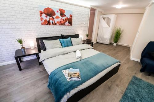 A bed or beds in a room at BpR RÖCK Premier Apartment