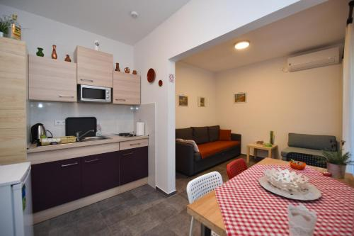 A kitchen or kitchenette at Holiday Home David