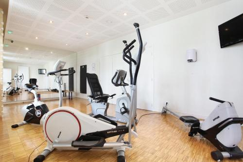 The fitness centre and/or fitness facilities at Odalys City Lyon Confluence