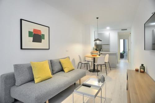 A seating area at Aspasios Atocha Apartments