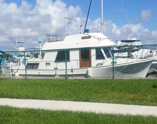 CenterPoint Yacht