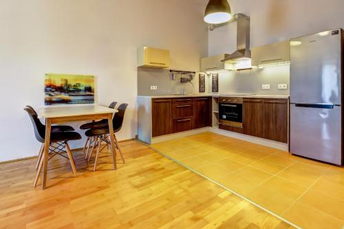 A kitchen or kitchenette at New York Loft in Budapest