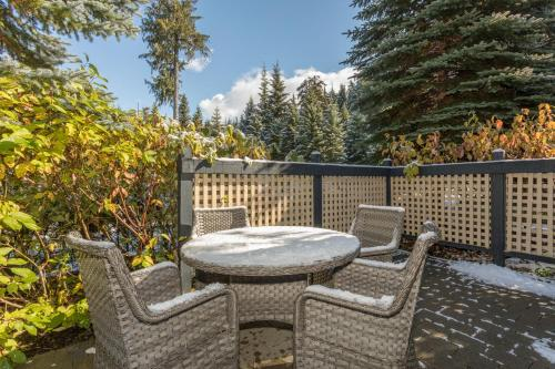 Charming Snowberry Villa