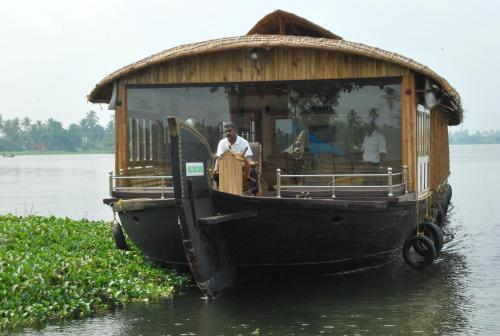 Cocotree Houseboats