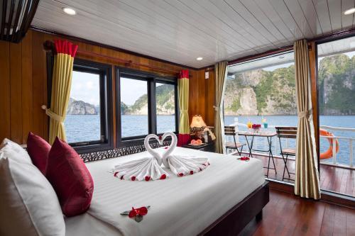 Halong Hoa Binh Cruise