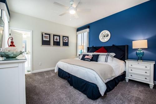 Un ou plusieurs lits dans un hébergement de l'établissement 4755 Storey Lake Resort 5 Bedroom Villa