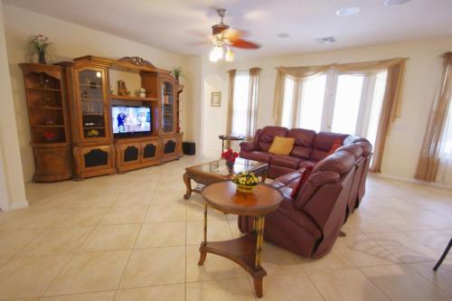 Coin salon dans l'établissement 8539 Emerald Island 6 Bedroom Villa