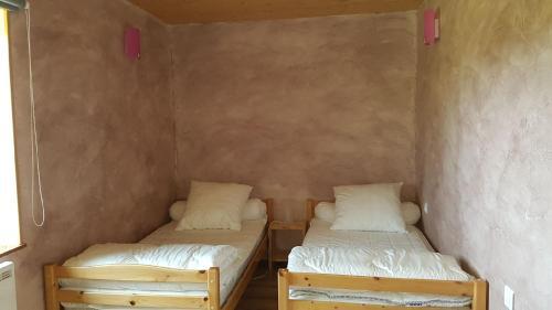 Un ou plusieurs lits dans un hébergement de l'établissement La fontaine