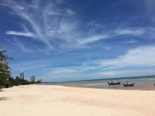 Seaside Apartment at Cha-Am