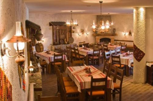 A restaurant or other place to eat at Redenka Lodge