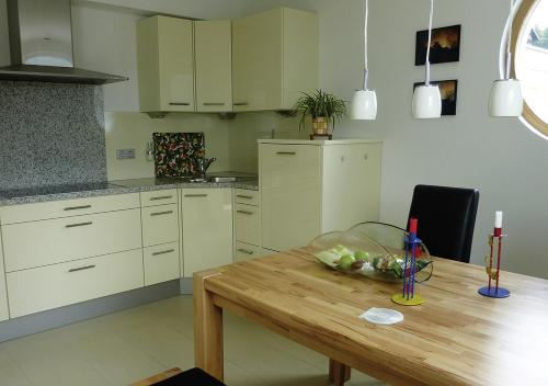 A kitchen or kitchenette at Haus Helios