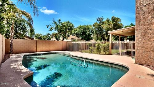 Close to all restaurants & shops Large Spa/Pool