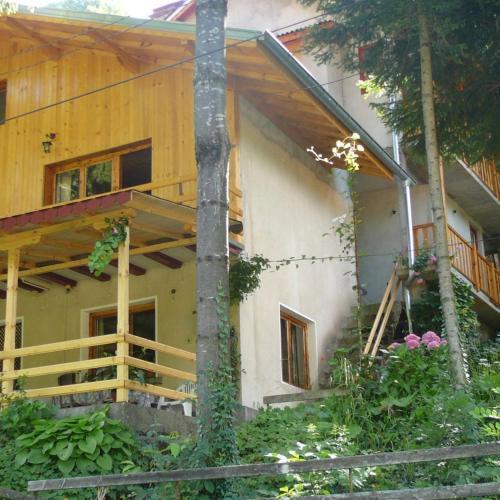 Къща за гости Mountain Sun Guest House - Чифлик