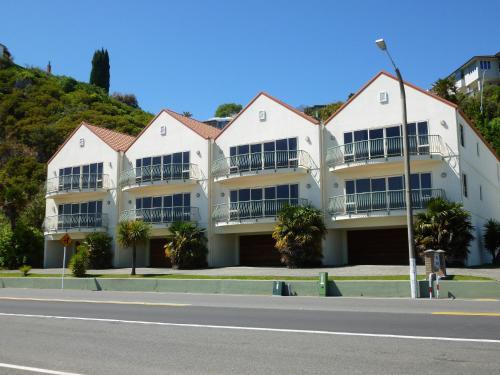 Breakwater Apartments