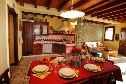A restaurant or other place to eat at Casa Sonvico