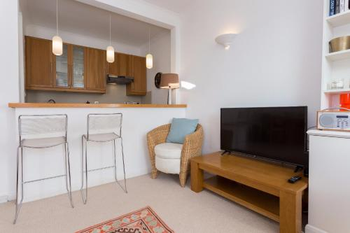 A television and/or entertainment center at 1 Bedroom Apartment in Notting Hill Accommodates 2
