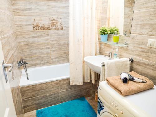 A bathroom at Vagohid30 Apartment
