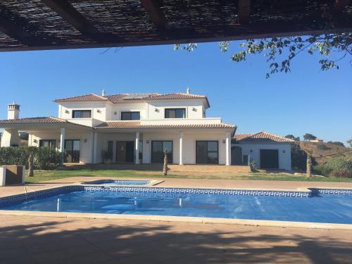 Moderne architektenhäuser mit pool  Algarve Ferienhäuser. 784 Ferienhäuser in Algarve, Portugal ...