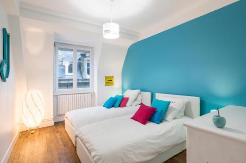 Le Brise-Lames tesisinde bir odada yatak veya yataklar