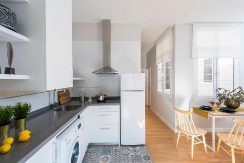 A kitchen or kitchenette at Genteel Home Trinidad Grund