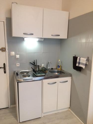 A kitchen or kitchenette at Charmant Appartement au centre ville
