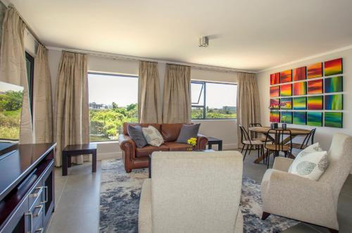 A seating area at Waters Edge Luxury Apartments