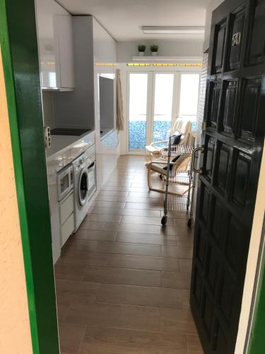 Een keuken of kitchenette bij Apartamento Privado frente al Atlántico