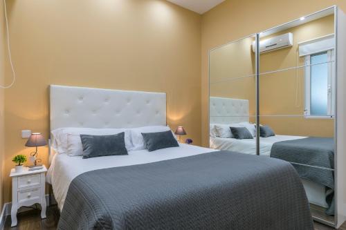 A bed or beds in a room at Apartamento Plaza España