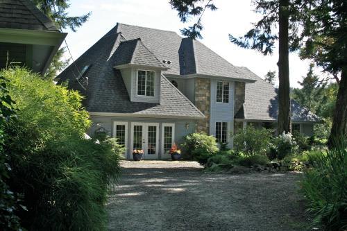 Amblewood Manor