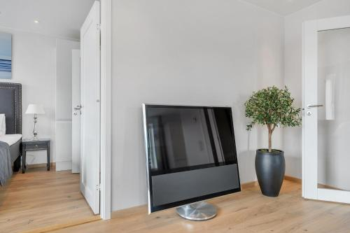 A television and/or entertainment centre at Wright Apartments- Blue Oasis