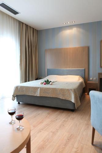 Ένα ή περισσότερα κρεβάτια σε δωμάτιο στο Ξενοδοχείο Άλφα