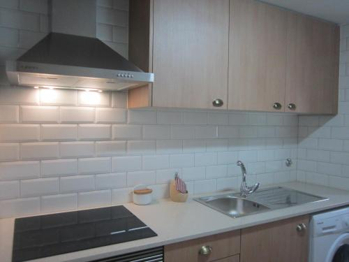 A kitchen or kitchenette at Casa Zé Bonito I